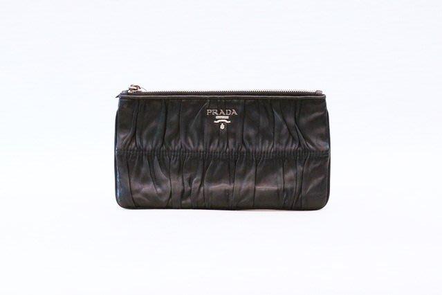 【遠麗】台北大安店~A8971 prada黑色羊皮抓皺一字拉鍊長夾萬用包 真品/正品