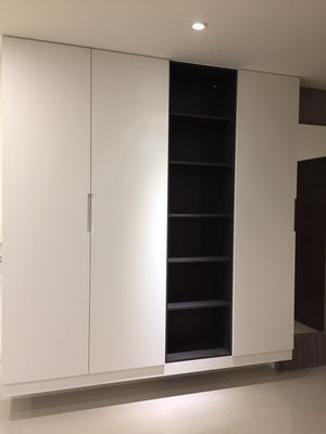 台中系統櫃--雙開門超美精品7尺收納櫃 { 湯姆 精品聚集收納系統櫃 }客製化 現代風 直美把手費用另計
