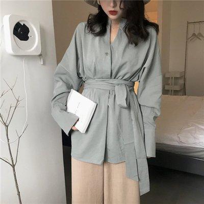 春裝女復古慵懶風純色系帶收腰V領顯瘦中長款設計感長袖襯衫外套