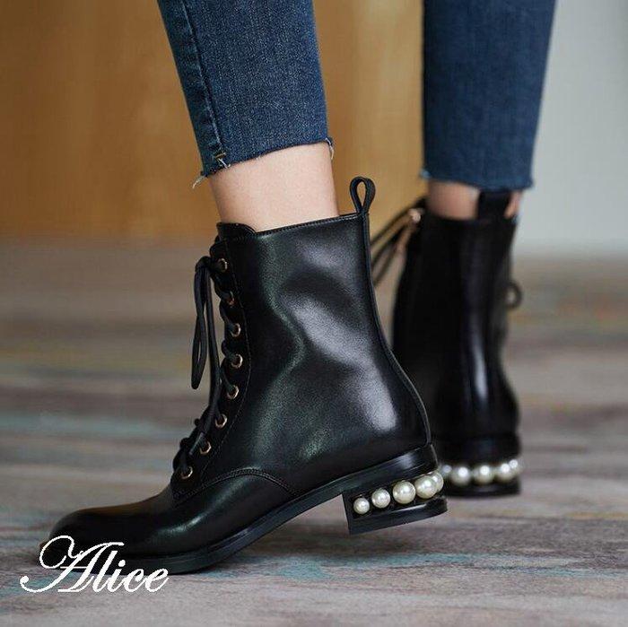 『Alice❤愛麗絲』冬季新款英倫風低跟系帶保暖女靴平底馬丁短筒靴大碼顯瘦單靴