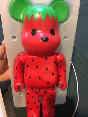 Be@rbrick Bearbrick CLOT 草莓 Levis 水果 400% 短暫擺設 狀況如圖實品拍攝  此商品只面交