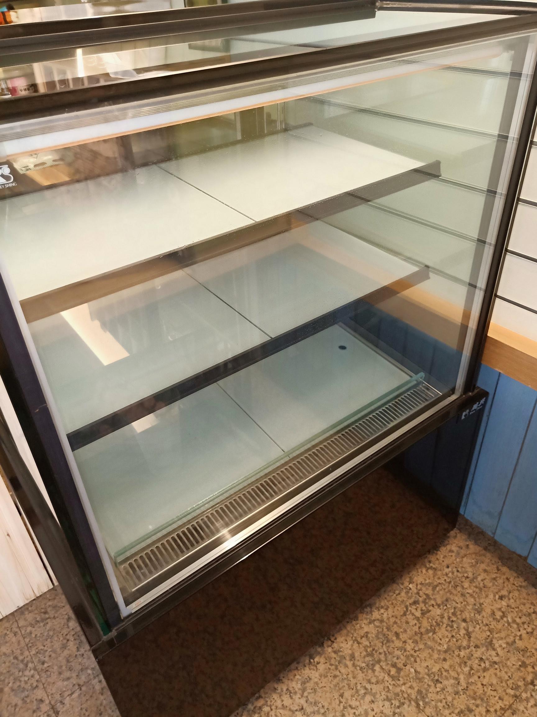 直角落地型蛋糕櫃 3尺3層玻璃LED燈 原價65000元,全新誠售48000元(高雄市區免運)