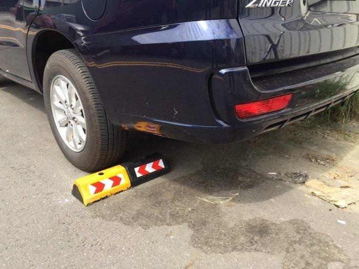 (非空心PE) 橡膠車輪定位器 實心柱停車擋車器 黃黑車位檔 車輪定位器阻車器 停車位擋車器 黃黑定位器車庫 擋車磚