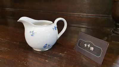 【卡卡頌 歐洲跳蚤市場/歐洲古董】德國老件_金邊 白瓷 奶盅 藍菊 花瓶 收藏 歐洲瓷器 p1311✬