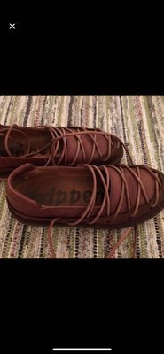 蟑螂鞋tripped