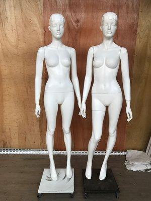 專櫃白色烤漆少女模特兒妹妹頭附鐵盤有四個 全帶另有優惠