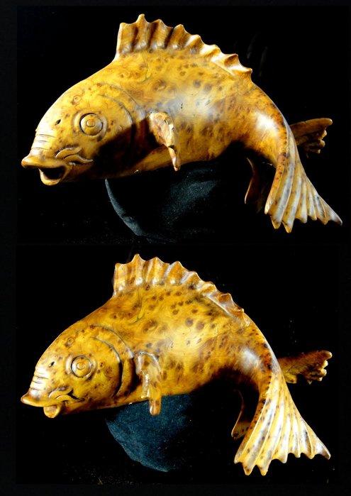 [福田工藝]香杉釘子瘤精彫鯉魚彫工精美線條流暢,顏色陶喜