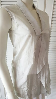 ISSEY MIYAKE 灰白色不規則領無袖背心外套