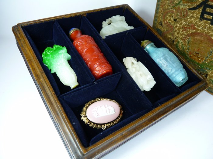 162  年代極品 描漆龍紋多寶格盒 漆器 貢盒  長:19公分寬:19公分 高:7公分(不含擺飾品)