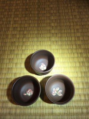(店鋪不續租清倉大拍賣)吳駿忠先生,手拉坯手繪荷花杯#604#3個一組,特價1000元