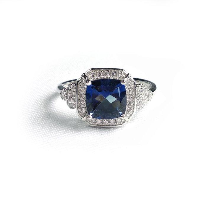 《博古珍藏》925純銀鑲藍托帕石戒指.內徑17.2mm.戒圍可自行調整.飾品配件.節慶禮物.附包裝盒.底價回饋