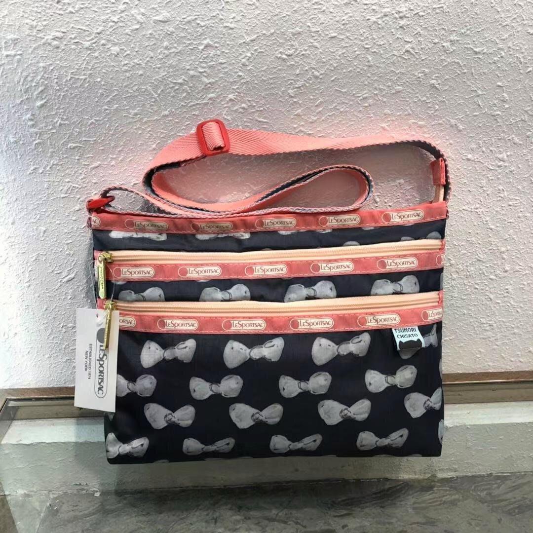 凱莉代購 Lesportsac 津森 Quinn Bag 3352 單肩三層拉鍊 斜背包休閒降落傘防水 輕便 出遊 預購