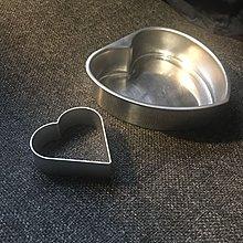 95~100%新 原$70 兩個心形不鏽鋼及鋁蛋糕焗盤stainless steel aluminium  baker dish cookie cutter