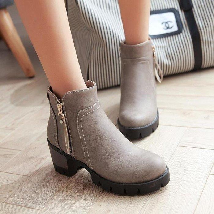 【星居客】精美女鞋大小碼女鞋  秋冬季新款中跟側拉鏈粗跟防水臺40-43大碼潮流時尚女靴單靴S932