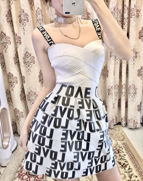Nie Sansa 【預購】 經典時尚個性風LOVE白 彈力繃帶平口蓬蓬短裙 連衣裙繃帶洋裝/性感小禮服