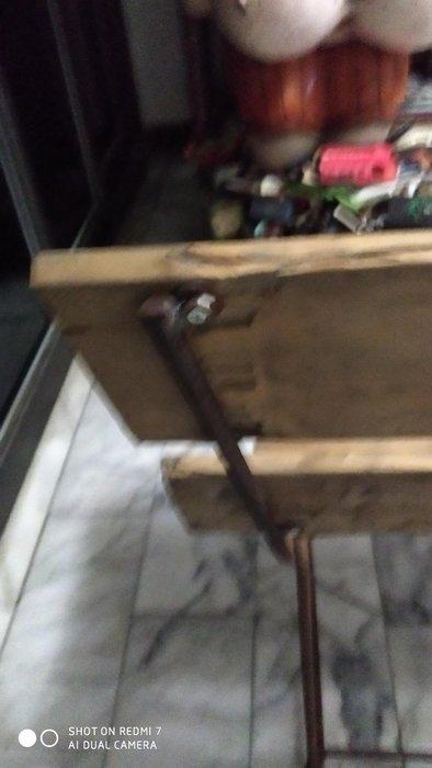 老檜木,鋼筋古架,等後椅