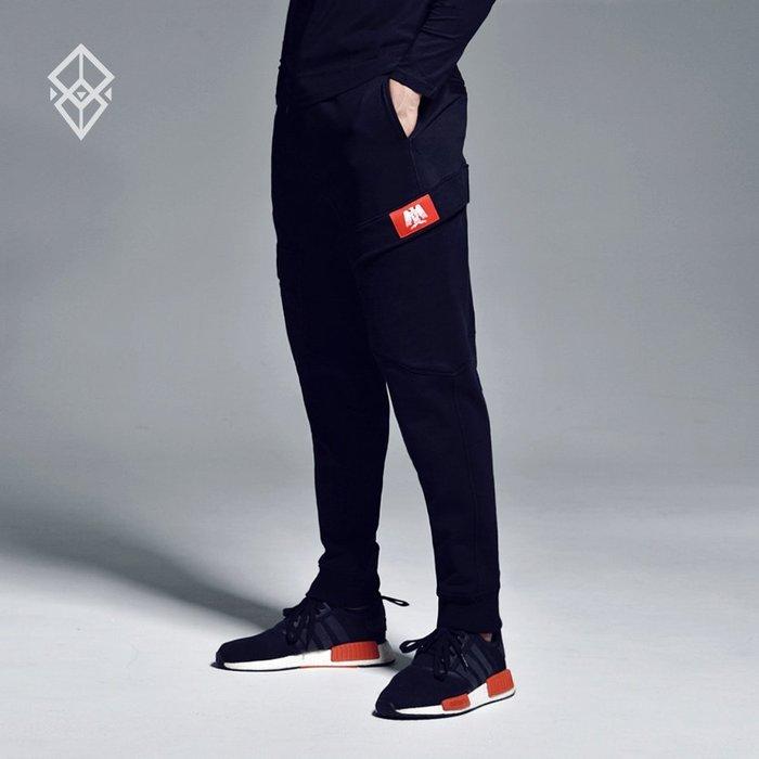 【OTOKO Men's Boutique】固制:有種部隊運動雙口袋修身縮口褲/黑色