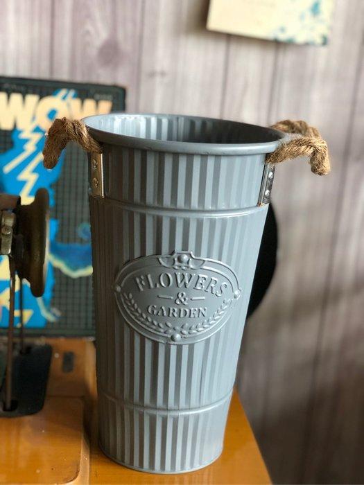 灰藍色 花瓶 花桶 法式 鄉村 麻繩 把手 鐵製 馬口鐵 鐵皮 花器 批發 條紋 乾燥花桶 婚禮 攝影 拍照 北歐風
