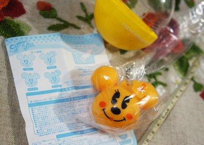 瘋日本*東京迪士尼樂園限定-絕版扭蛋(附蛋紙/蛋殼)-軟軟米妮夏日吊飾(可噴水)-特價160元