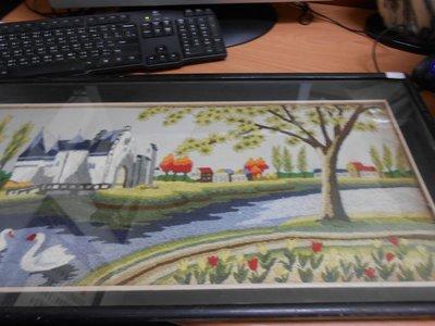 【幸福2-1號倉庫】**-古早收藏-* 歐洲湖畔織布畫 * 長: 72 公分  寬: 36 公分