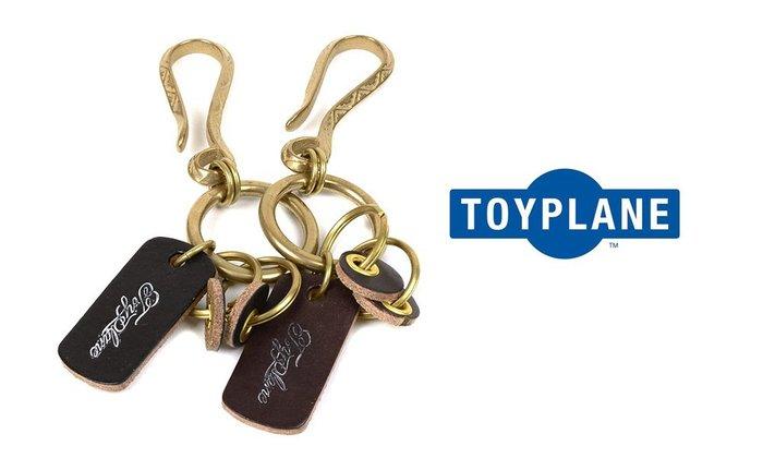 GOODFORIT / 日本品牌TOYPLANE皮革吊牌雕花復古鑰匙圈/黑、咖啡(15CM)