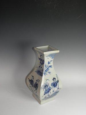 【野鶴清倉】【中國古瓷】青花嬰戲方瓶(大清乾隆年製 款,190118-8)