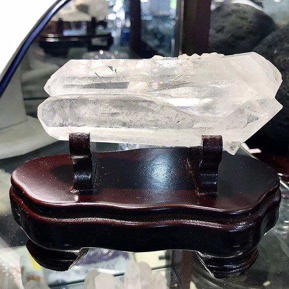 『純天然水晶量販』天然白水晶簇 約440g 完整雙尖晶體 彩虹光 避邪擋煞 鎮宅 含台製底座 客廳 辦公桌 禮物