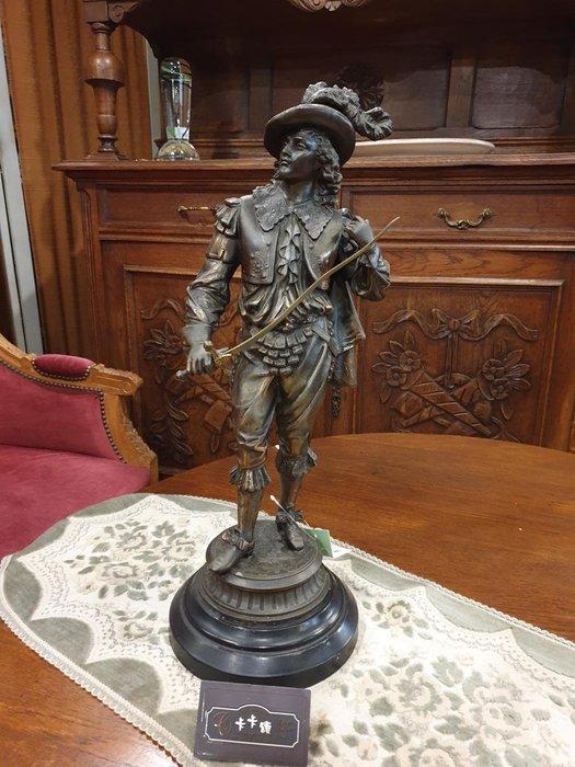【卡卡頌 歐洲跳蚤市場/歐洲古董】※活動特價※法國老件_羽帽騎士 劍士 精細雕刻貴族雕像 收藏 (有一對) m0637✬