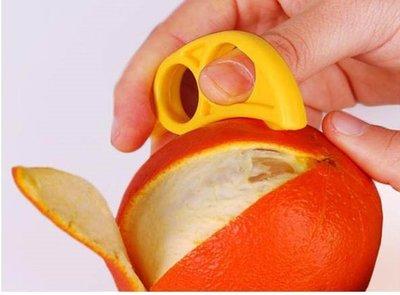 現貨~36小時內出貨~老鼠造型 巧妙開橙器 剝橙器 剝皮器 柳丁橘子輕鬆剝 隨機出貨