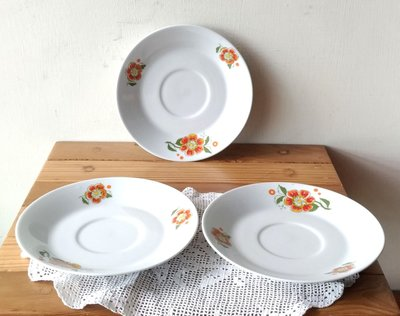 東德絕版瓷盤,每個990元。