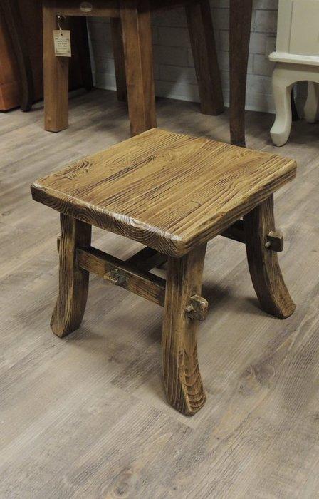 古趣南方松中型小方凳 實木小板凳 矮凳 小椅子 穿鞋椅 穿鞋高度適中 用料厚實3公分厚 紋理有層次 堅韌 耐磨 耐潮