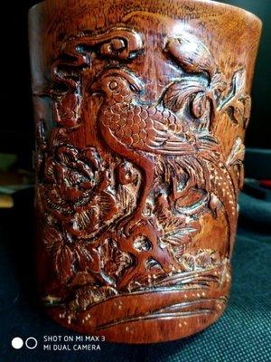 竹雕館【諸羅山人】. 老黃花梨木珍禽筆筒,老花梨木素面入清筆筒10年前一個要收到5萬以上,這件是文革前後的老手工