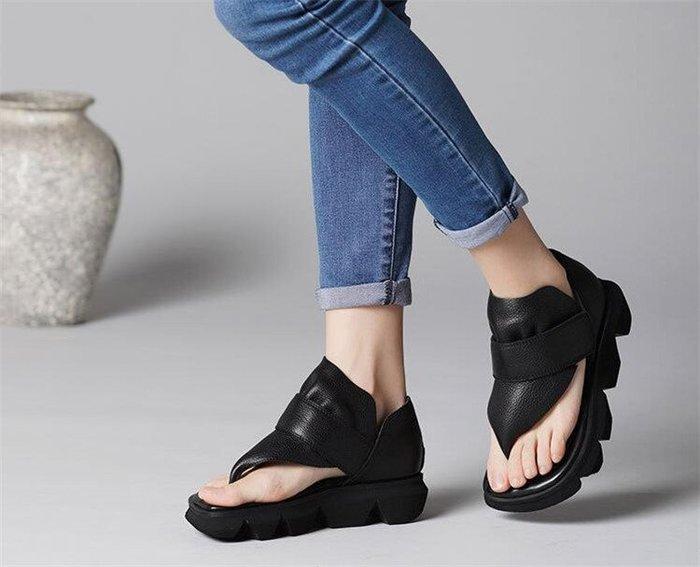 *菇涼家*復古休闲厚底真皮夹脚趾凉鞋英倫个性时尚坡跟羅馬牛皮女单鞋