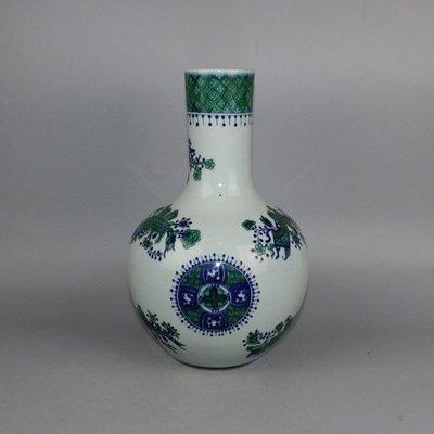㊣姥姥的寶藏㊣ 清青花鬥彩花卉天球瓶綠彩釉上彩一善堂制古玩古董收藏