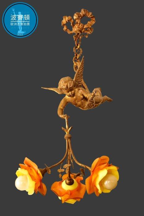 【波賽頓-歐洲古董拍賣】歐洲/西洋古董 法國古董 19世紀拿破崙三世風格黃銅手工鬱金香玻璃天使吊燈3燈(總高度:68/天使長度:30公分) (年份:1850年)