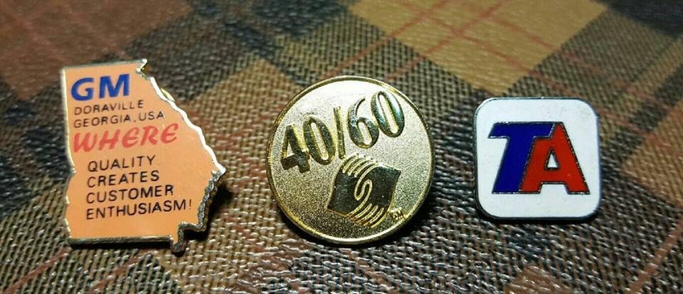 【快樂屋◎199起標..】104《絕版國際老徽章 BADGE》199元 低價起拍...《每組有三枚》....