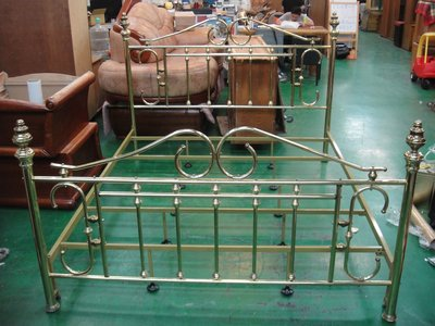 台中二手家具店 宏品全新中古傢俱~ B-190*金色6*7床架/ 歐式床底*2手臥室家具拍賣 床墊 衣櫥 斗櫃 書桌