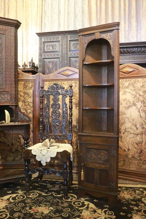 【家與收藏】賠售特價稀有珍藏歐洲古董英國古典精緻手工刻花老邊櫃/角落櫃/置物櫃