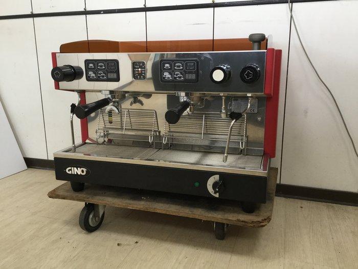 鑫忠廚房設備-餐飲設備:二手半自動義式咖啡機-賣場有微晶調理爐-吧台-快炒爐-工作台-西餐爐-冰箱-攪拌機-烤箱-水槽