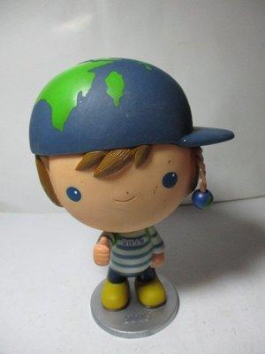 《瑋哥童趣屋》2013 全球人壽 保險小孩 公仔娃娃 撲滿/ 存錢筒(沒有投幣孔)~(尺寸高約:17.5 cm)