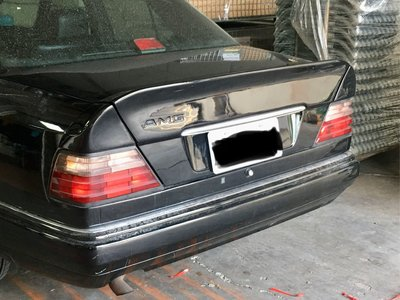 W124後期專用三片式尾翼