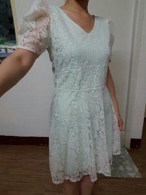 近全新 泰國帶回V領白色花花蕾絲 內裡馬卡龍嫩綠色 青綠色短袖公主袖洋裝