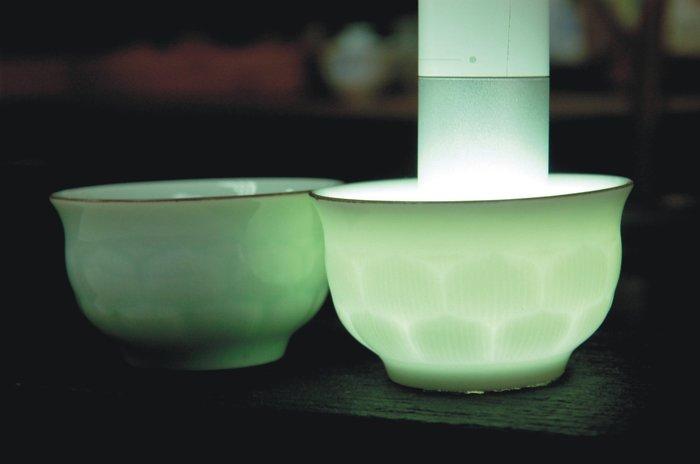 龍泉青瓷《影青浮雕透光》蓮花杯 / 一對200元【聚寶堂】