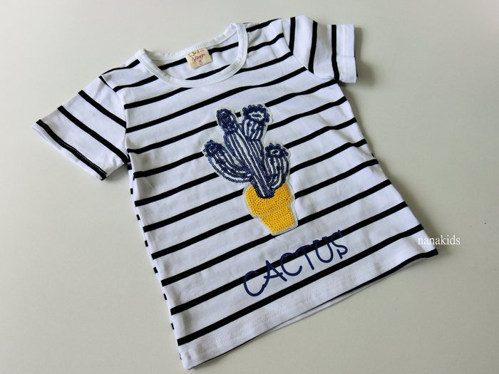 出清夏日款。女童裝。韓版可愛仙人掌T恤 短袖T恤 (白藍條)現貨~nanakids娜娜童櫥