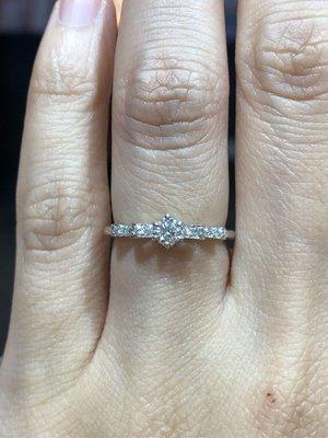 日本進口GOSHO鉑金18分鑽石戒指,優雅蝴蝶結婚戒款式,優雅氣質適合婚戒求婚款式,超值優惠價25800,媲美I-primo價格超實在,原廠包裝質感滿分