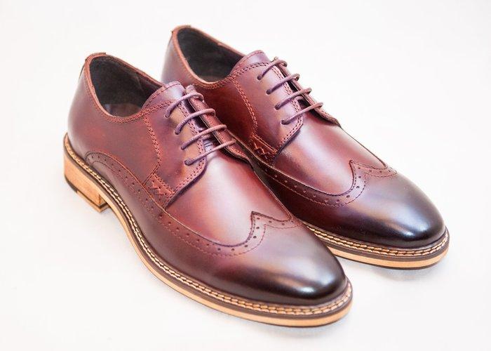 翼紋雕花德比鞋:手工上色小牛皮真皮木跟男鞋皮鞋-酒紅色-免運費-[LMdH直營線上商店]B1A16-79