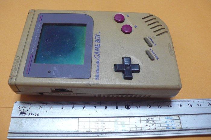 紫色小館84----------早期掌上型遊戲機-GAME BOY