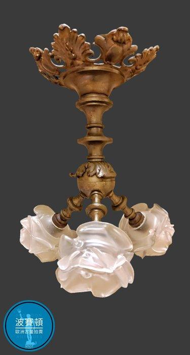 【波賽頓-歐洲古董拍賣】歐洲/西洋古董 法國古董 19世紀新藝術風格黃銅鎏金手工鬱金香玻璃吊燈/燭台3燈(高度:33公分;直徑:28公分) (年份:1920年)