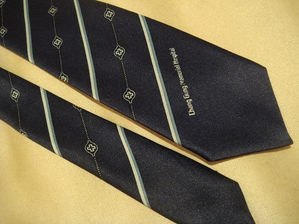 破盤清倉大降價!全新從未用過的藍色花樣領帶,無包裝盒, 無底價!本商品免運費!