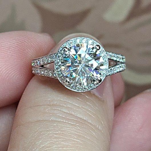 戒指2克拉D色莫桑鑽18k金戒雷射腰碼附檢驗證書保卡鑲鑽石戒指保證通過測鑽筆碎鑽也莫桑石 摩星鑽莫桑鑽寶訂製